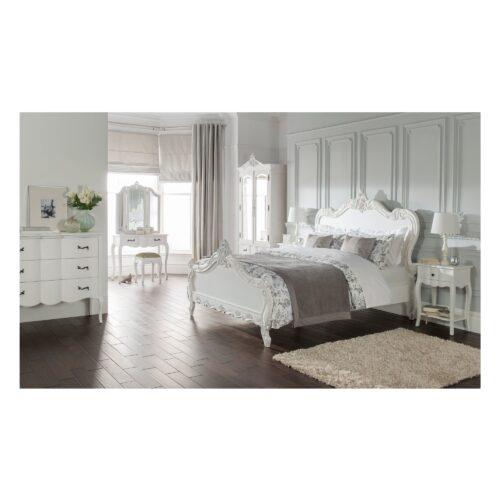 Tempat Tidur Putih Mewah Antik